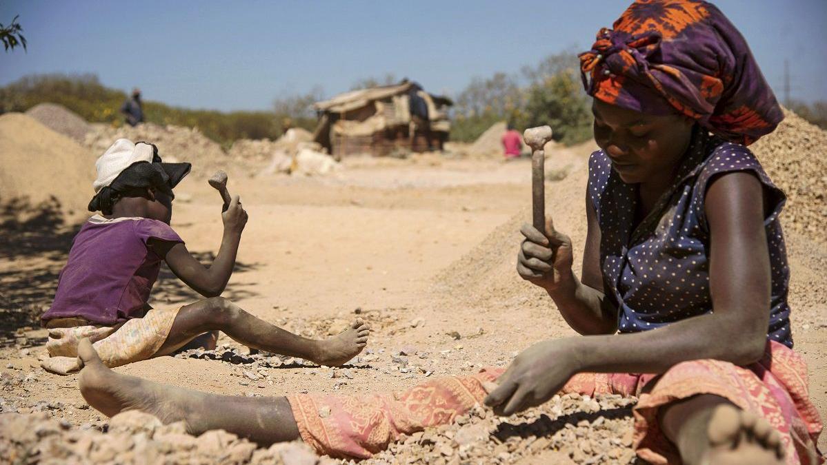 Apple, Google, Microsoft, Tesla et Dell visés au sujet du cobalt extrait des mines par des enfants en Afrique