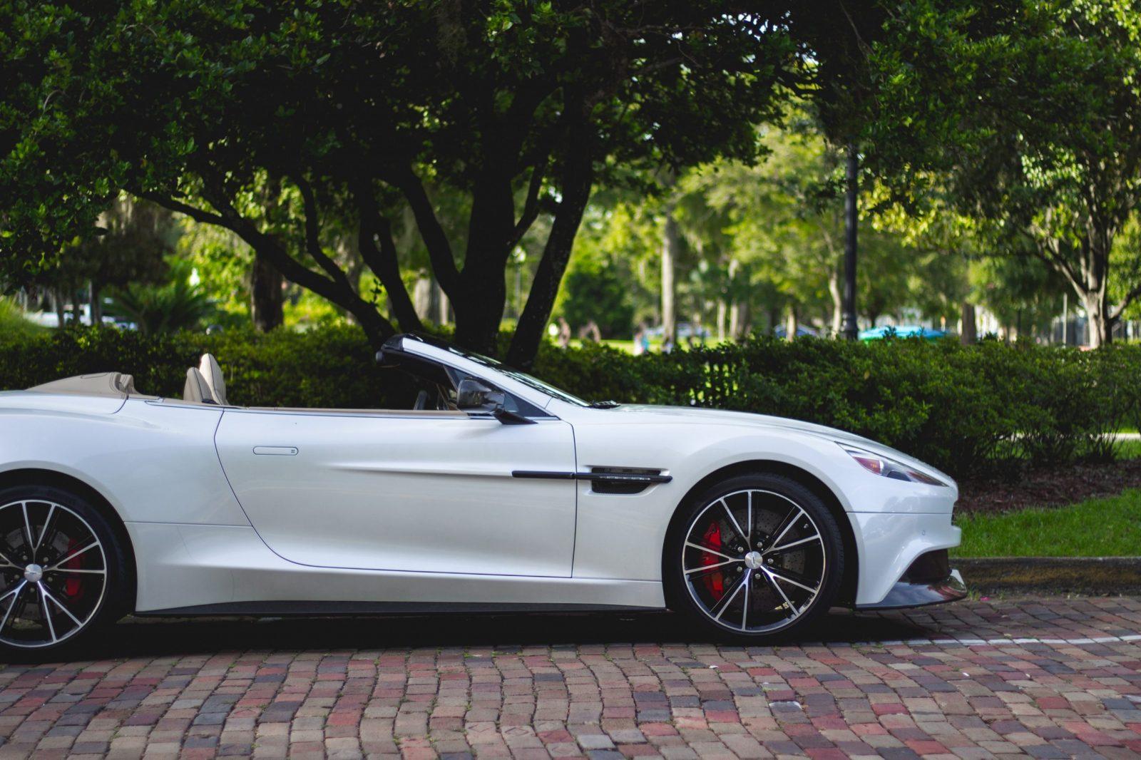Le directeur financier d'Aston Martin quitte la société pendant que les pertes du constructeur continuent à augmenter