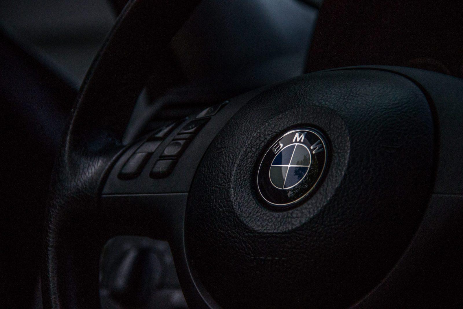 BMW et Nvidia collaborent dans la mise en place de robots logistiques utilisant l'IA pour déplacer des pièces de voiture