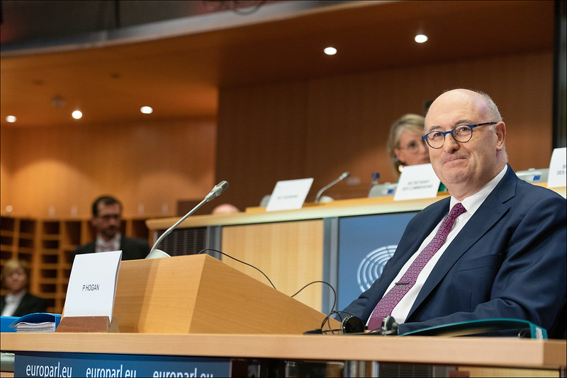 Le commissaire européen au commerce Phil Hogan renonce à s'intéresser à un poste à l'OMC