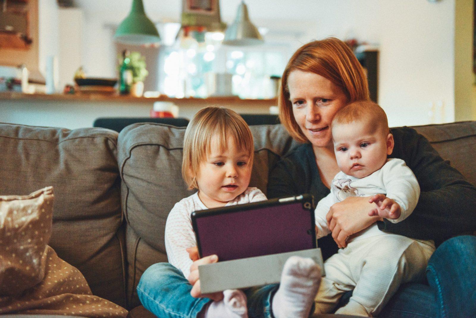 Aux États-Unis, le COVID-19 pourrait toucher toute une génération de mères qui travaillent