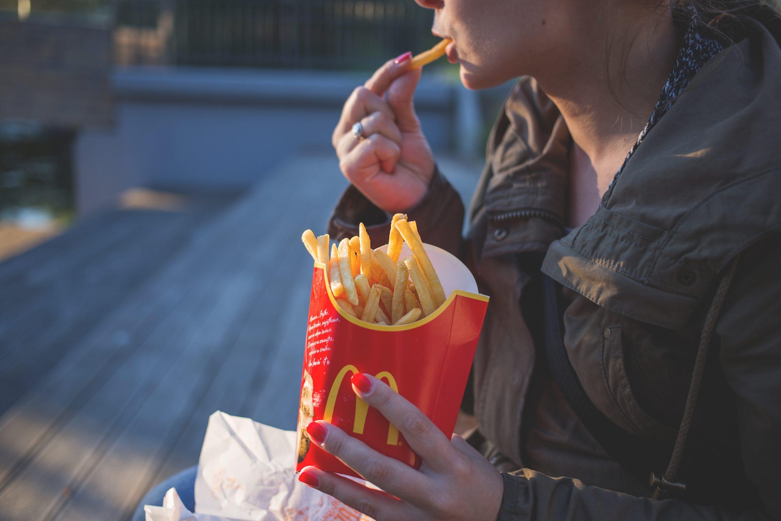 Une vilaine bataille se joue entre McDonald's et son ancien PDG