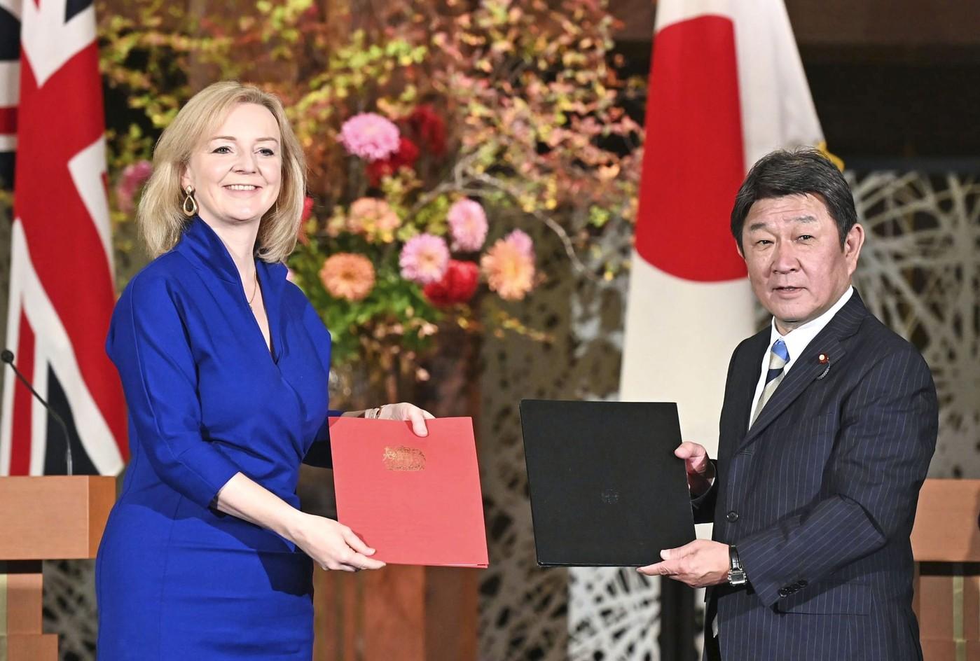 Le Royaume-Uni signe un accord commercial avec le Japon alors que les négociations du Brexit s'intensifient