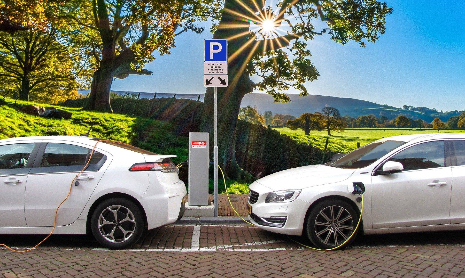 Les constructeurs automobiles étendent leur réseau de recharge électrique